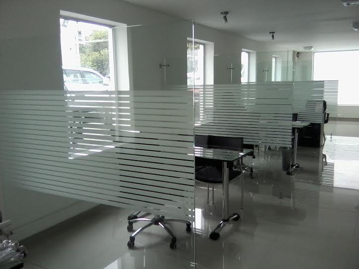 Puertas En Aluminio Para Baño En Cali:Divisiones para Baño y Oficina Puertas en Vidrio Ventanas en Aluminio